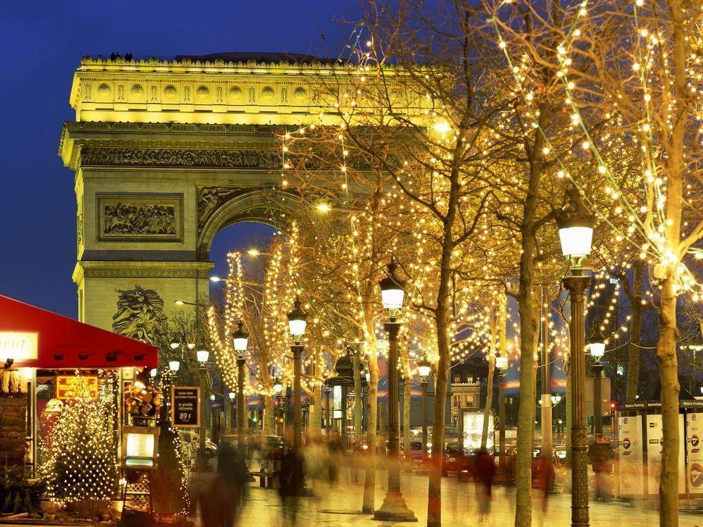 Pour ceux qui n'iront pas jusqu'à Paris.... dans Noël et 1er de l An (83) 1ptb9594